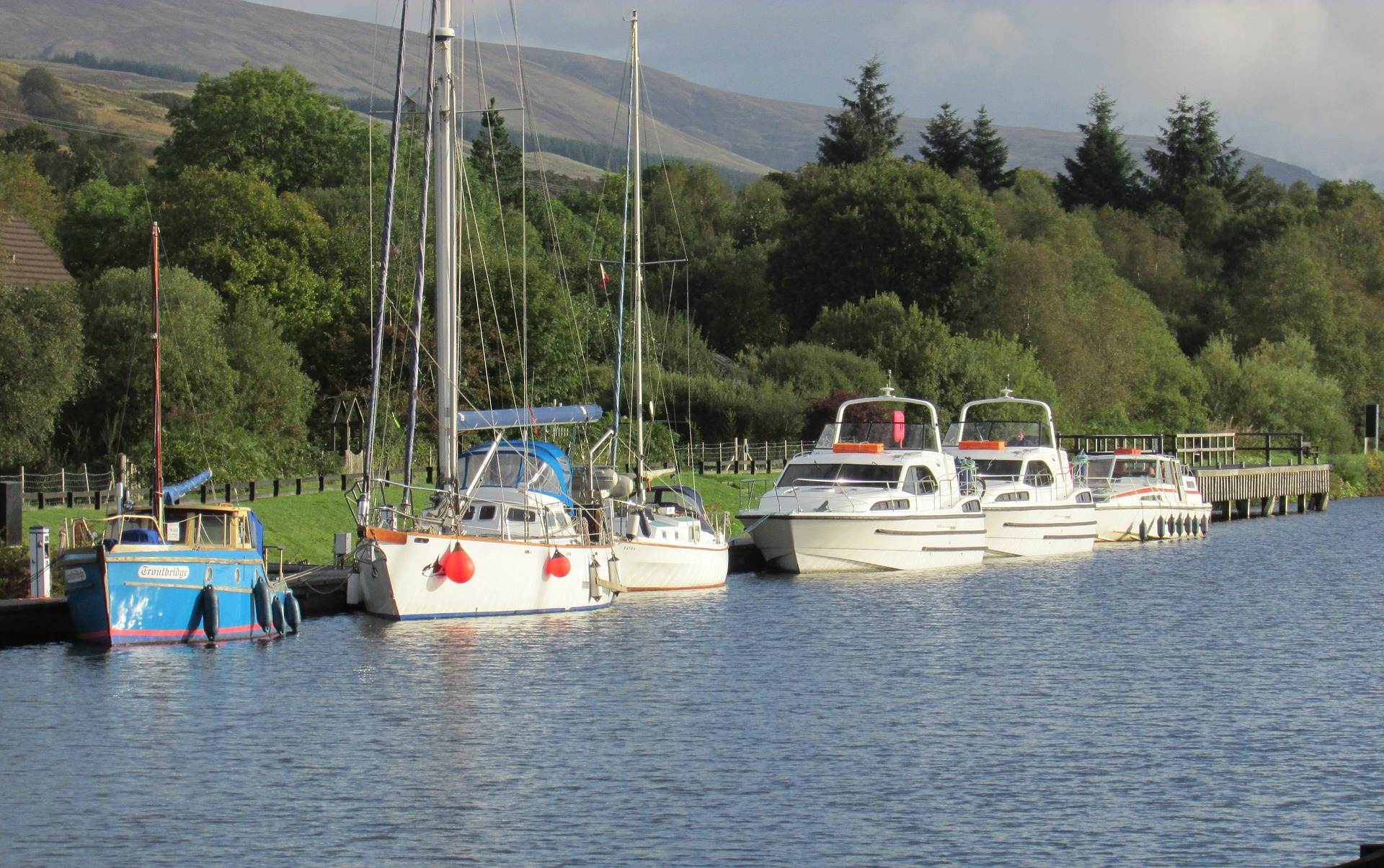 caledonian-canal-boote