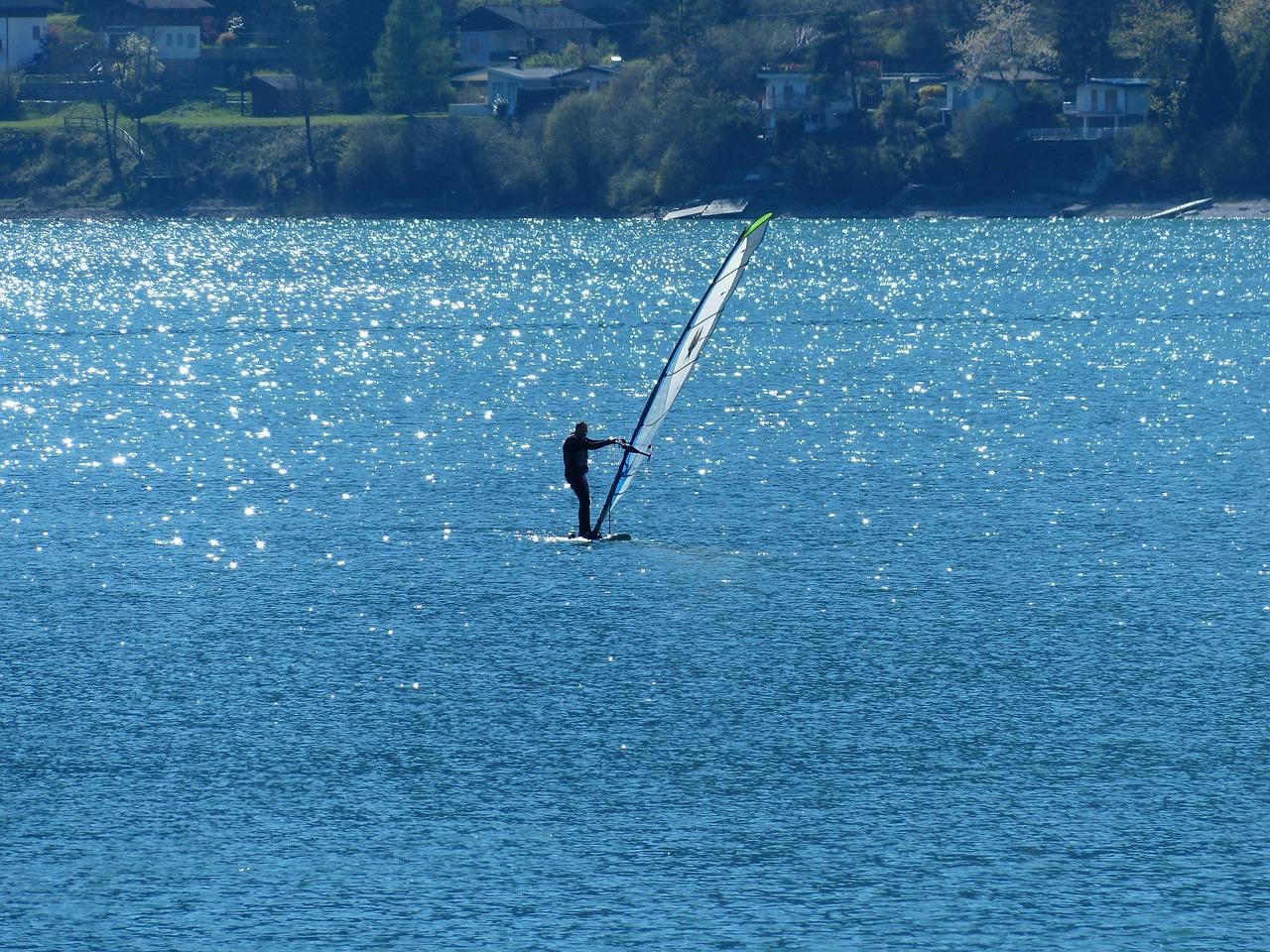 Surfer auf dem Lago di Ledro