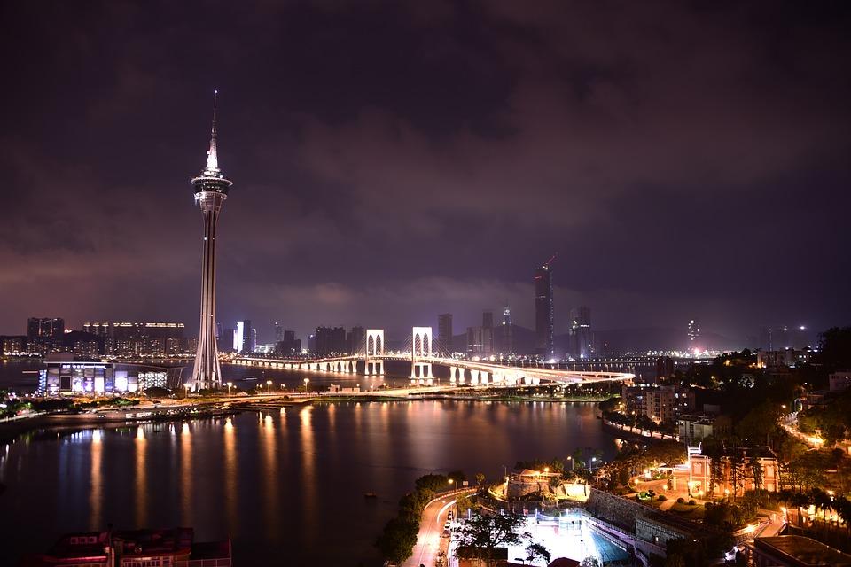 Caption: Macau besticht nicht nur mit großartigen Casinos, sondern auch mit einer atemberaubenden Skyline.