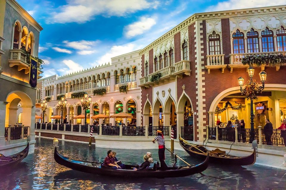 Das Venetian Resort Hotel in Las Vegas bringt Besucher kurzerhand in ein idyllisches Venedig.